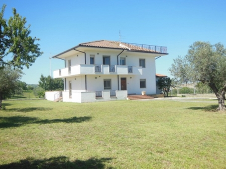 Villa a Civitaquana (PE)